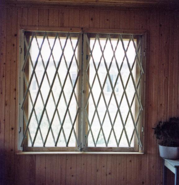 Сон решетка на окнах