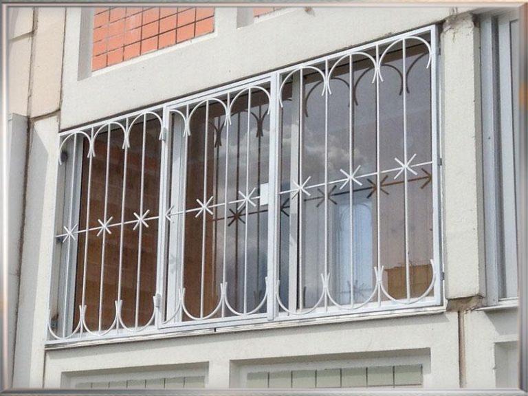 Железные решетки на балкон.